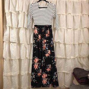 Dresses & Skirts - Floral Maxi Dress